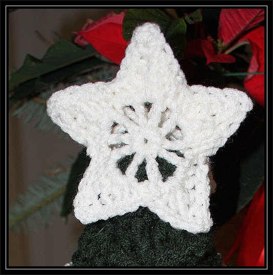 Christmas Star Mini Tree Topper ? FREE PATTERN ChelseaCraft